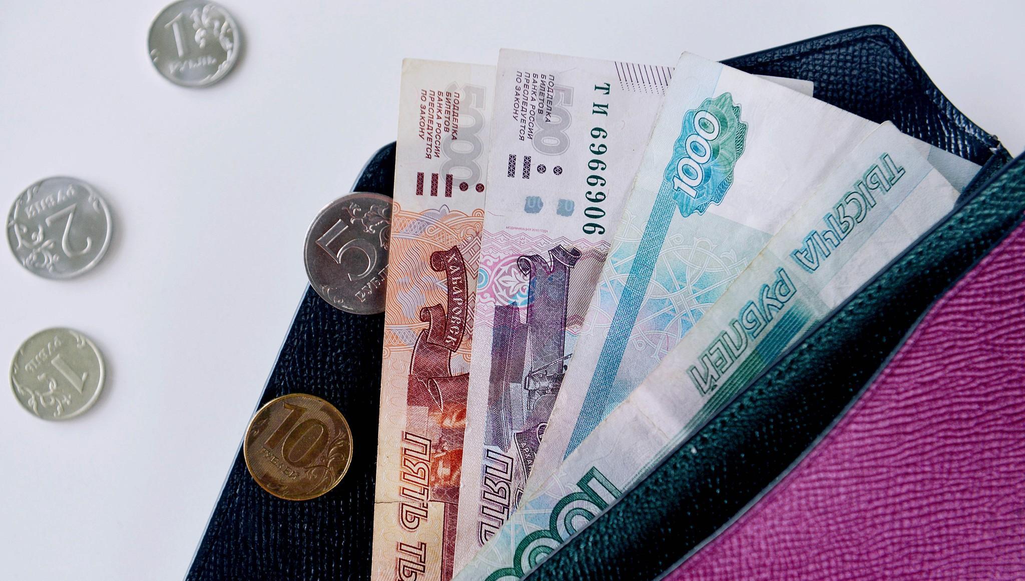 Какие выплаты положены россиянам этим летом