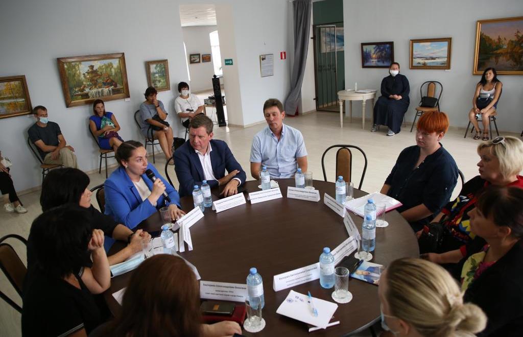 В Тверской области поддержали многодетную семью из Кимр, которая могла лишиться квартиры из-за ошибки чиновников - новости Афанасий