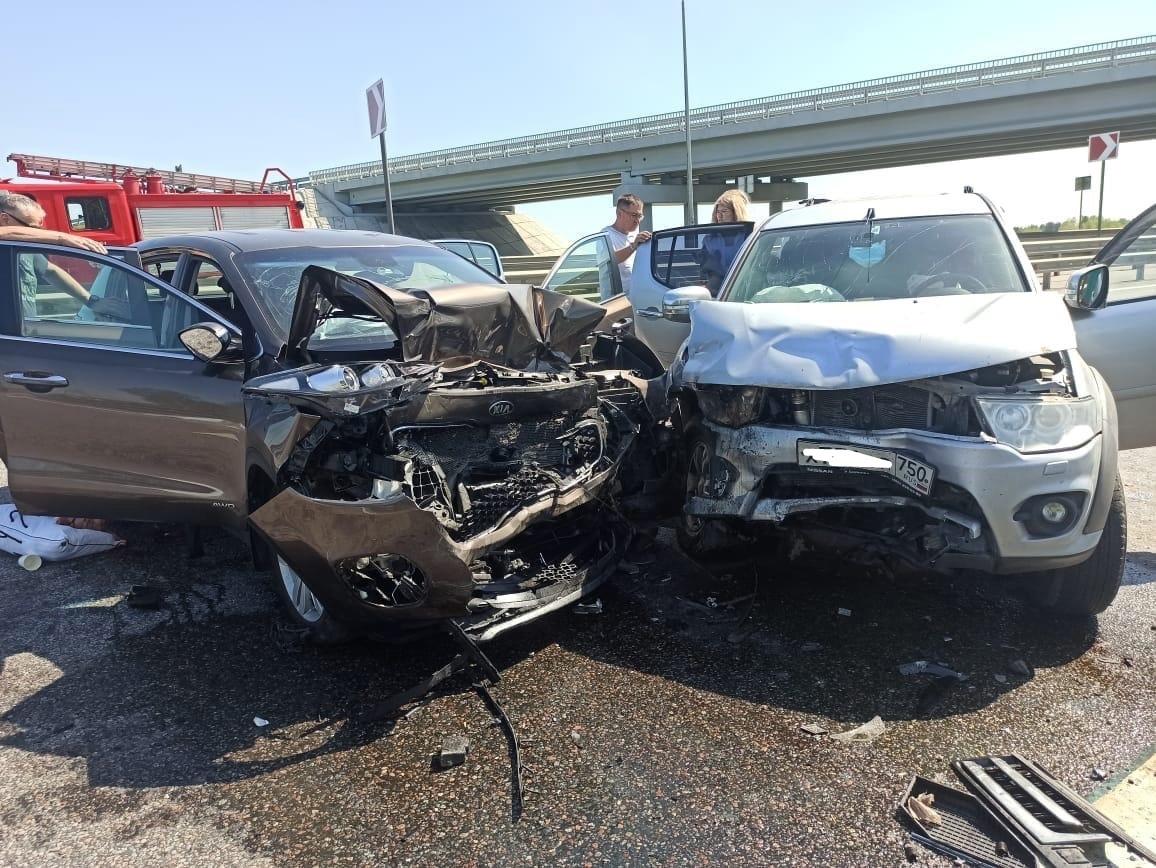 Шесть человек пострадали в ДТП на трассе М11 под Тверью