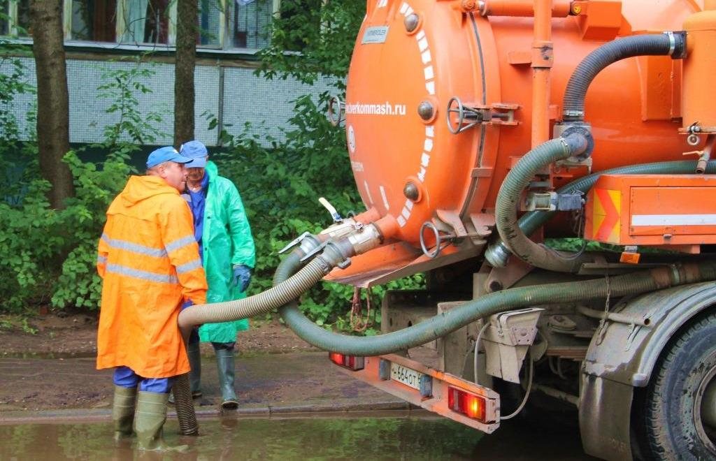 Администрация Твери: с улиц города откачали 220 кубометров воды - новости Афанасий
