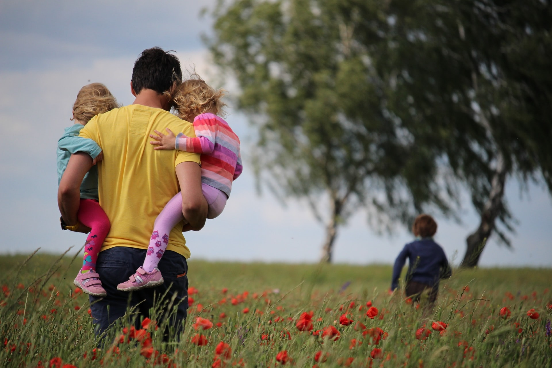 Единовременная выплата на детей школьного возраста: на самые частые вопросы отвечает Минтруда РФ