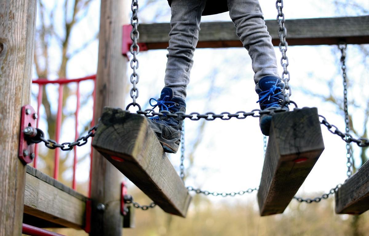 Треть детских площадок в России опасны - новости Афанасий