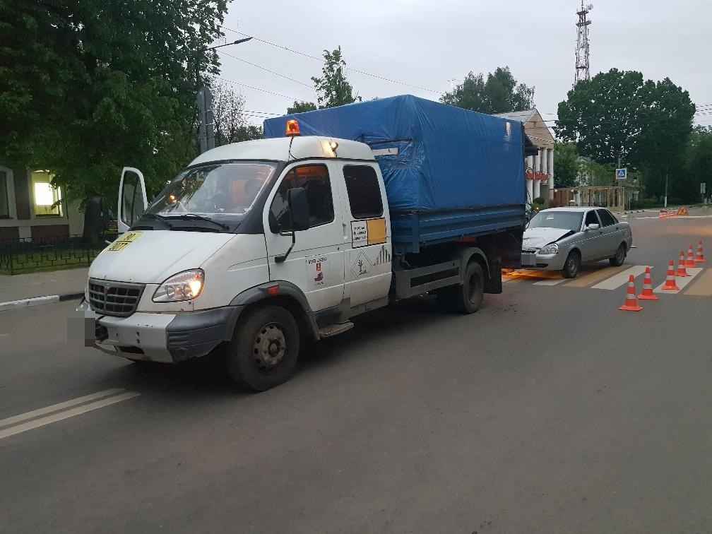 В Твери нетрезвый водитель протаранил ГАЗель дорожных рабочих - новости Афанасий