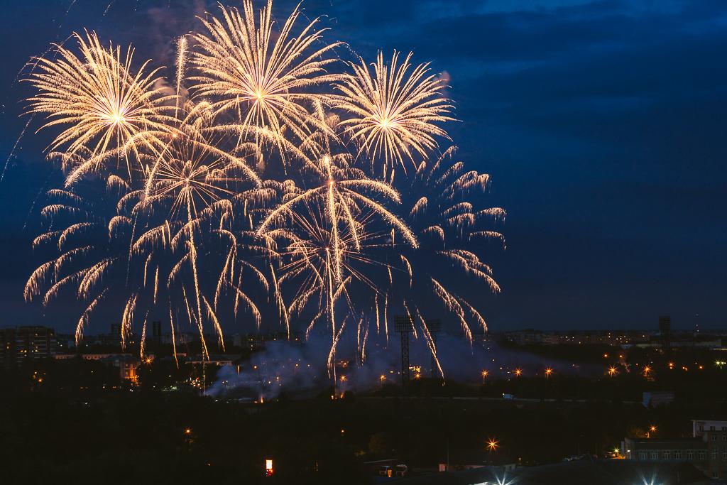 Над Тверью прогремел праздничный салют в честь 885-летия города
