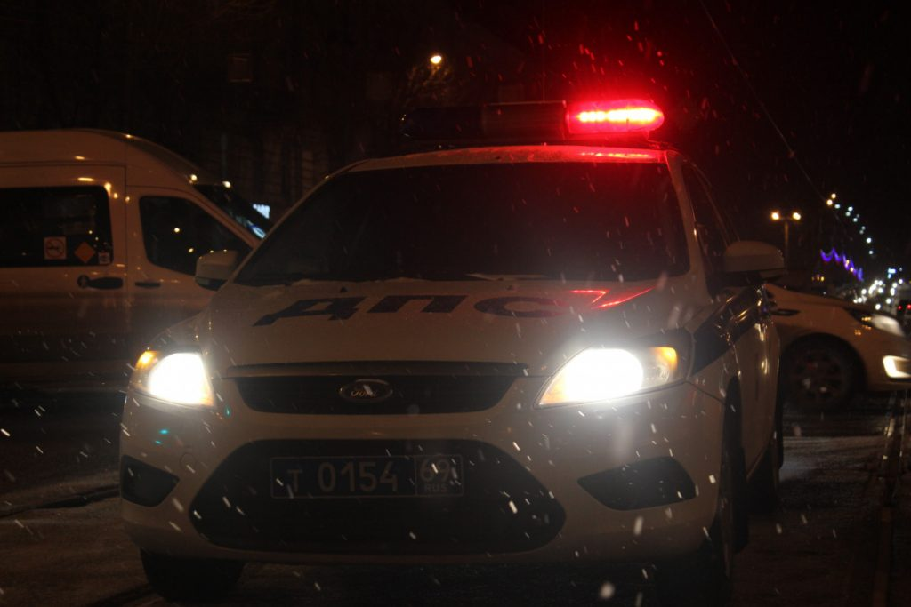 Тяжелые травмы получил водитель перевернувшейся под Тверью иномарки