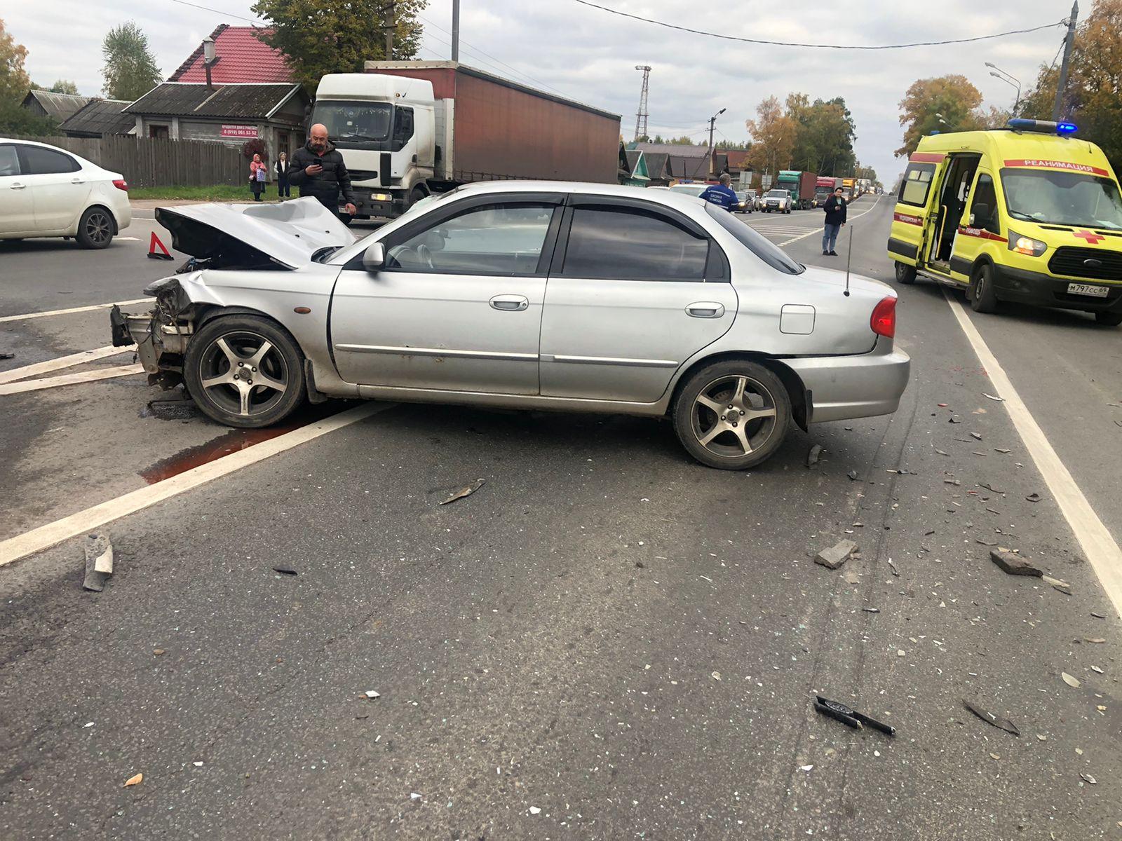 Пьяный водитель спровоцировал и сам пострадал в ДТП на трассе М10 в Тверской области - новости Афанасий