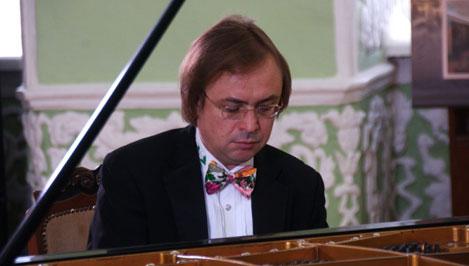 Известный во всем мире пианист Валерий Кулешов выступит на фестивале в Твери