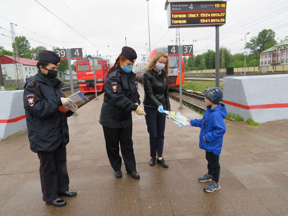 В Твери транспортные полицейские напомнили детям о безопасности на железной дороге - новости Афанасий