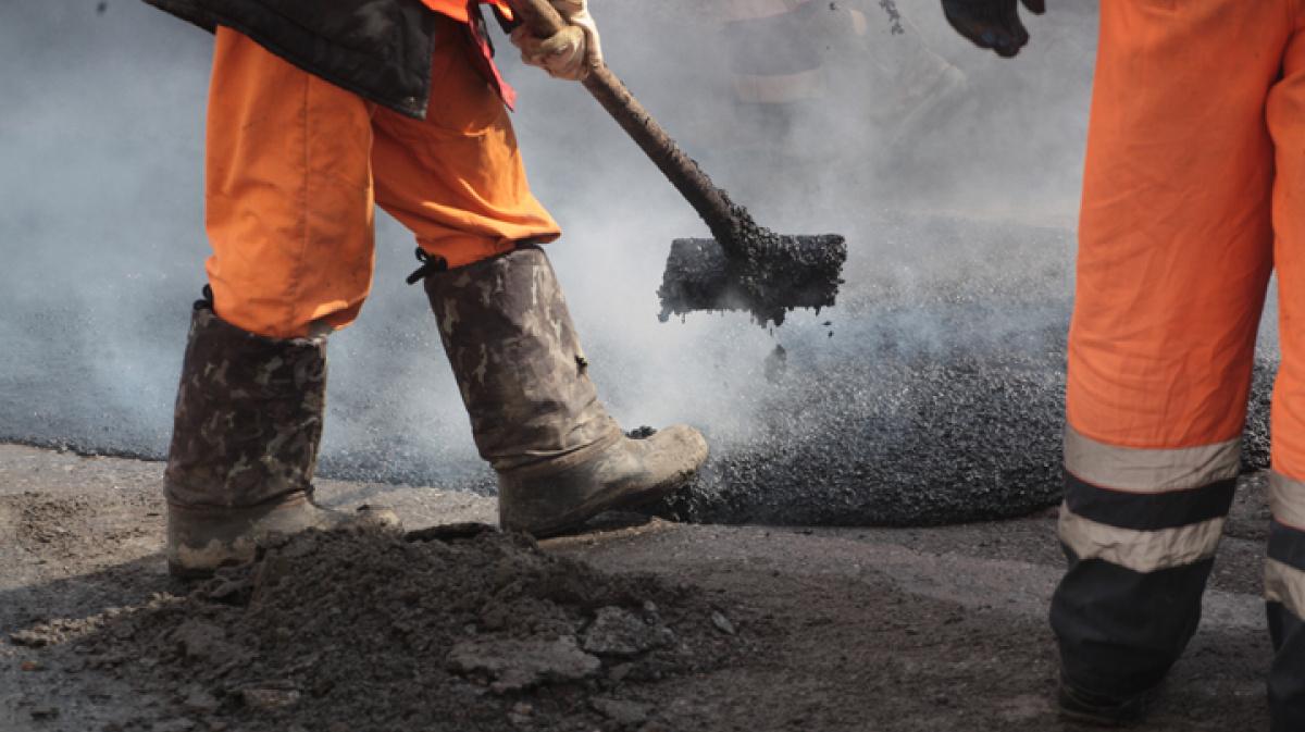Администрация Ржева выделит почти 5 млн рублей на ремонт дорог, которые планировалось привести в надлежащий вид в прошлом году