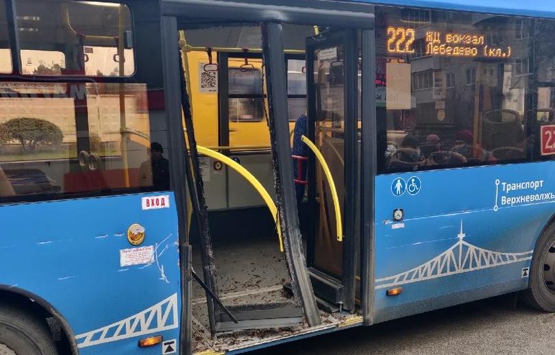 В Твери ЗиЛ коммунальщиков протаранил пассажирский автобус - новости Афанасий