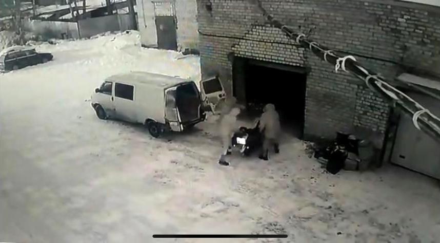 В Кимрах ищут неизвестных, укравших два дорогостоящих мотоцикла из гаража | Видео