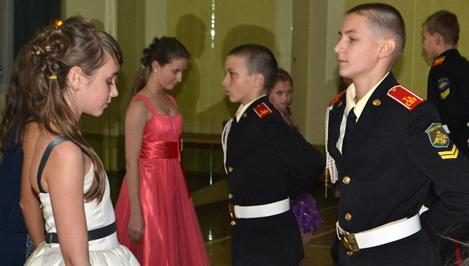 В Суворовском военном училище Твери прошел традиционный осенний бал / фото