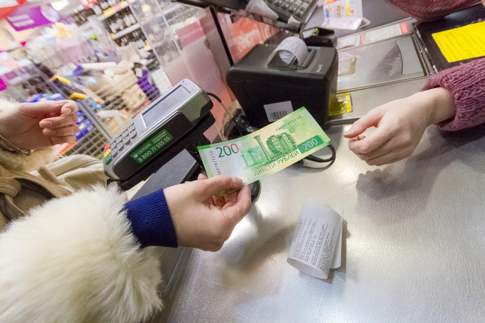 В Твери продавщица присваивала себе деньги покупателей, оплачивая их товар чужой картой - новости Афанасий