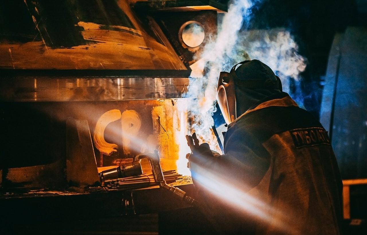 На литейном производстве в Тверской области рабочий едва не лишился глаза - новости Афанасий