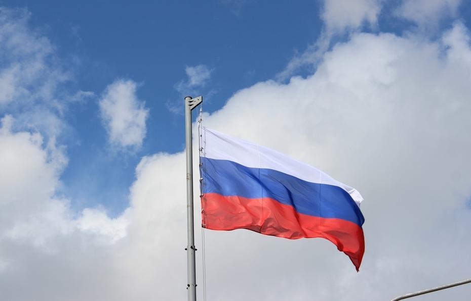 В Тверской области двое пьяных мужчин, угрожая полицейскому ружьем, похитили флаг России - новости Афанасий