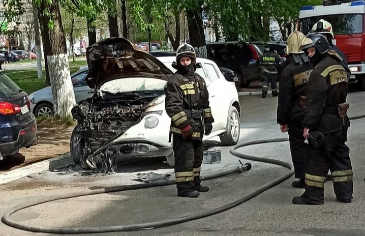 На проспекте Чайковского в Твери сгорела легковушка - новости Афанасий