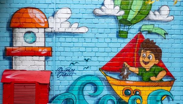 В Твери новое граффити украсило родильный дом