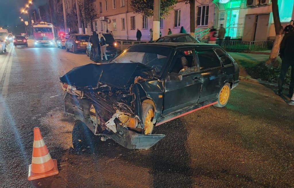 В Твери не поделили дорогу ВАЗ и Audi — пострадал пассажир одного из авто - новости Афанасий