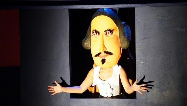 Во всем виноват Шекспир: актеры саратовского ТЮЗа продолжили тверские гастроли постановкой «Дядюшкин сон» по повести Достоевского