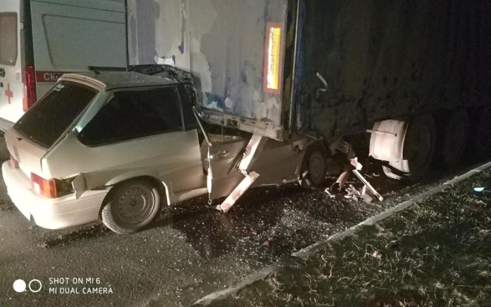 В Рязани 18-летний водитель погиб, влетев под полуприцеп на легковушке
