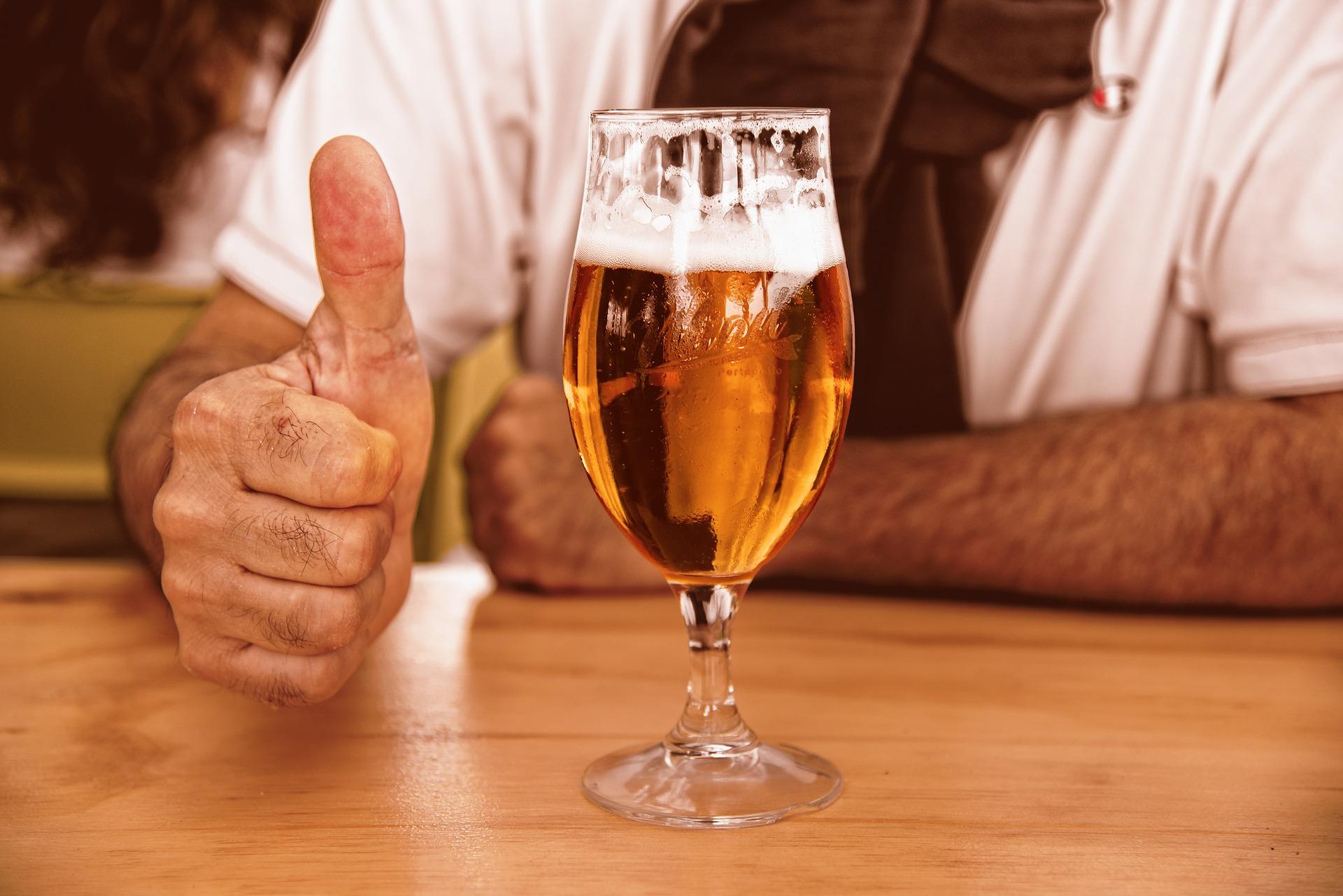 Одна бутылка крепкого пива стоила жителю Твери тысячу рублей - новости Афанасий