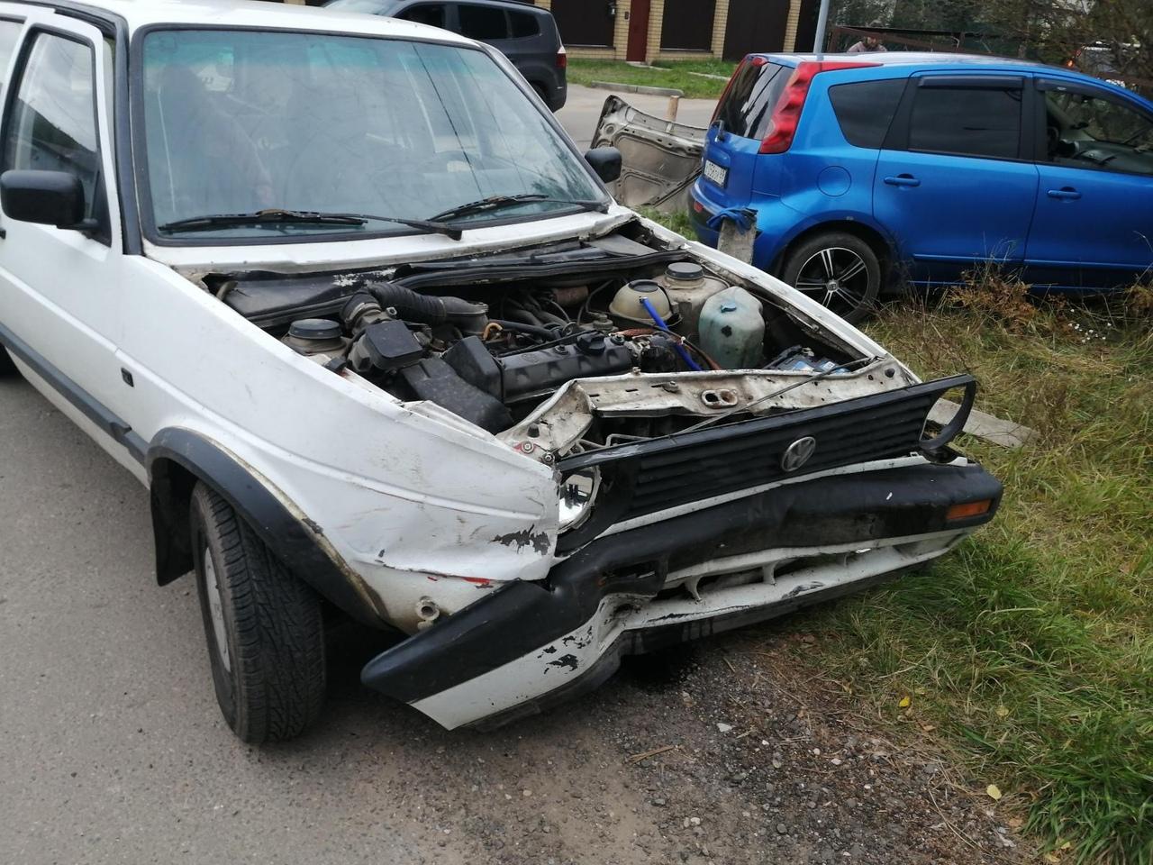 В Твери водитель Nissan пострадал, столкнувшись с Volkswagen Golf - новости Афанасий