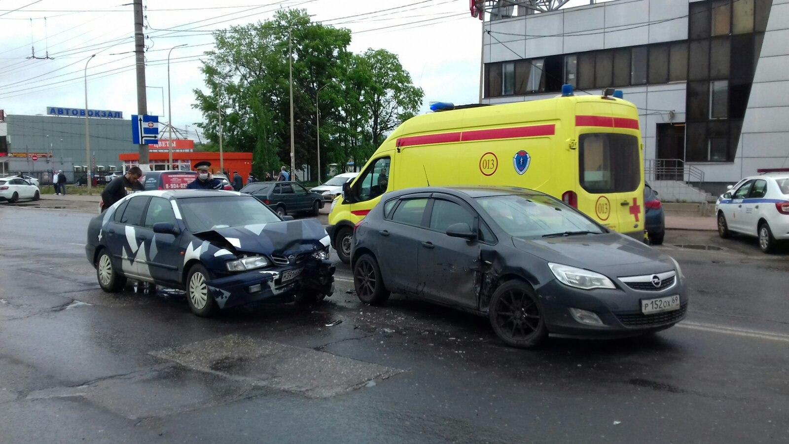В Твери водитель иномарки нарушил правила и спровоцировал ДТП с пострадавшим - новости Афанасий