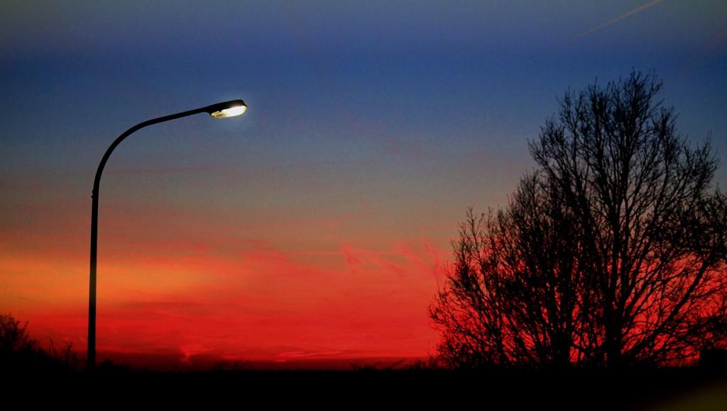 Прокуратура потребовала обеспечить освещение на дорогах в Сандовском районе Тверской области