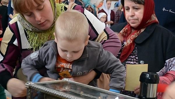 В Твери порядка 10 тысяч паломников посетили собор, где находится ковчег с десницей святителя Спиридона Тримифунтского