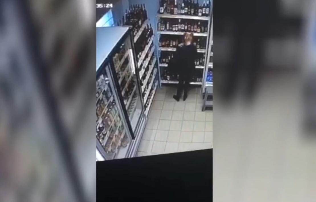 Жительница Подмосковья попалась на краже спиртного в Тверской области