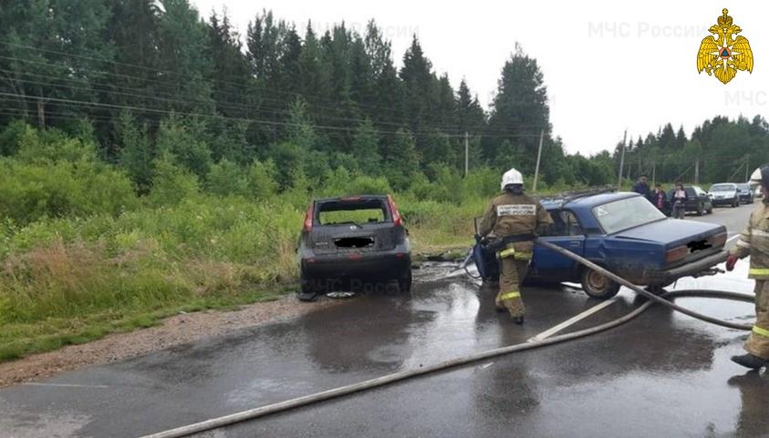 В Тверской области пожарные тушили столкнувшиеся автомобили - новости Афанасий