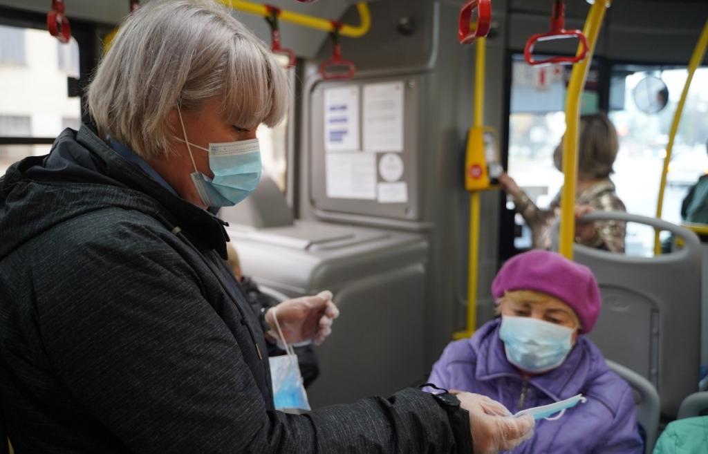 В Твери 10% пассажиров общественного транспорта не используют защитные маски - новости Афанасий