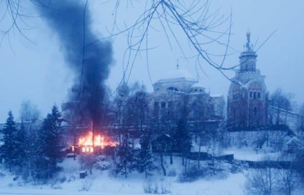 В Торжке рядом с Борисоглебским монастырем горел частный дом - новости Афанасий