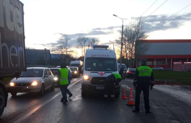 В Твери ребенок попал под машину скорой помощи - новости Афанасий
