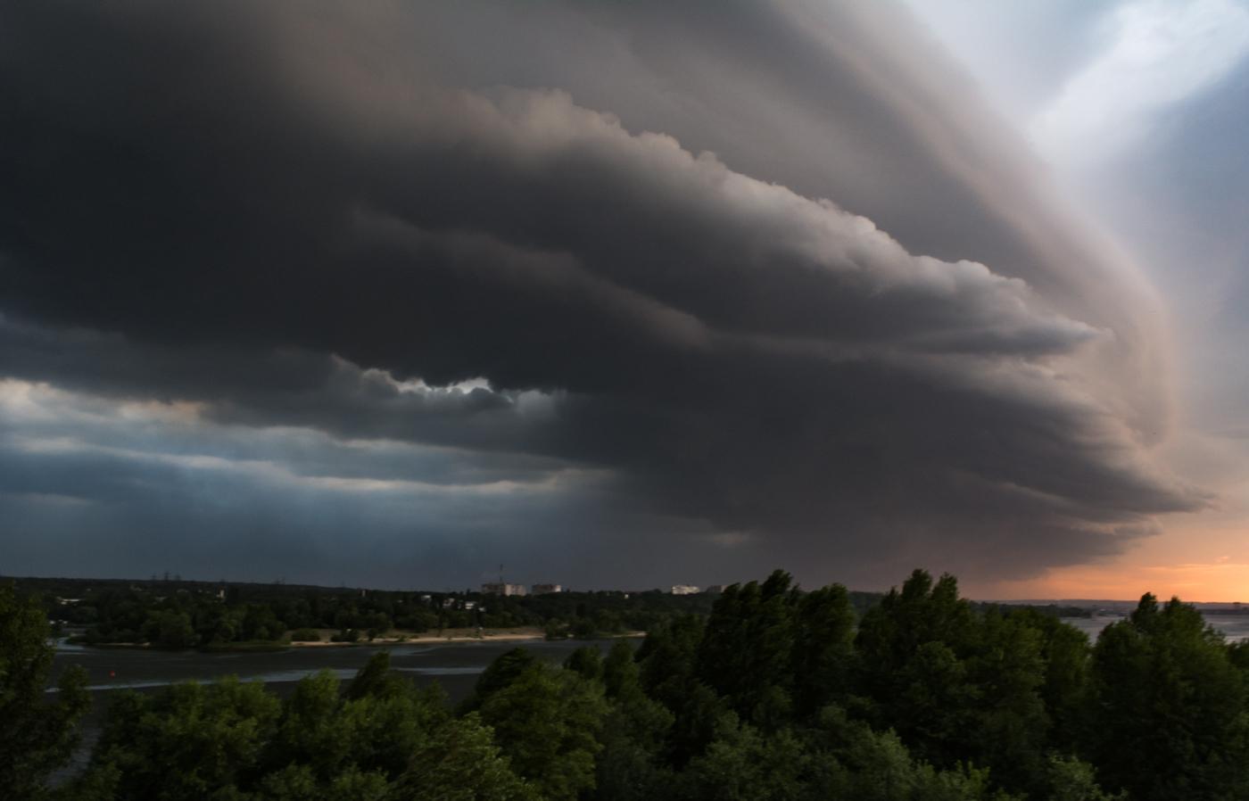 Жителей Тверской области предупредили о грозах