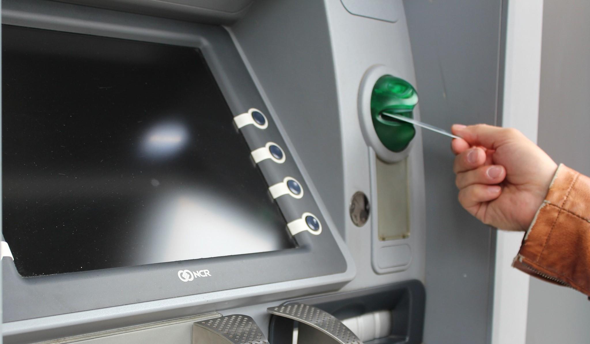 Жительница Тверской области забрала из банкомата чужие деньги и оказалась под следствием - новости Афанасий