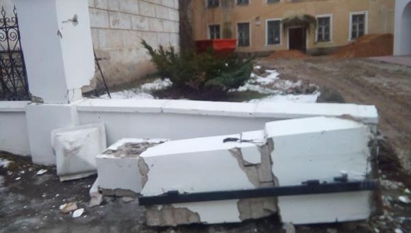 Качество ремонта памятника архитектуры возмутило жителей Твери