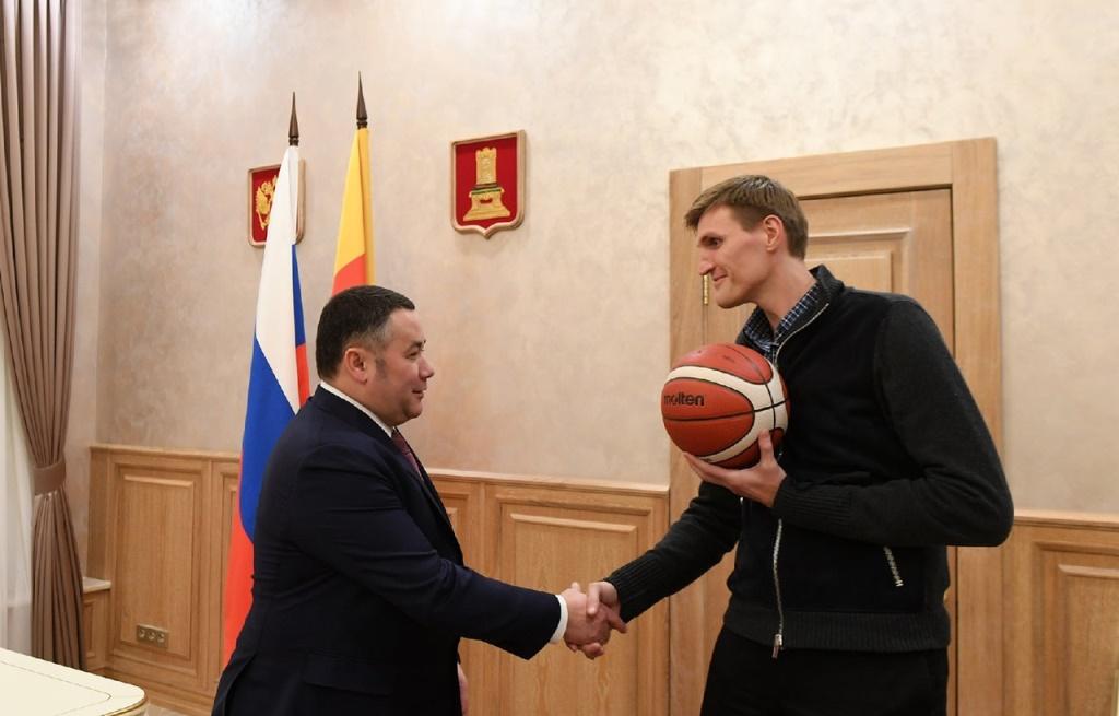 В Твери при поддержке Российской Федерации баскетбола будет введено в строй девять открытых баскетбольных площадок - новости Афанасий