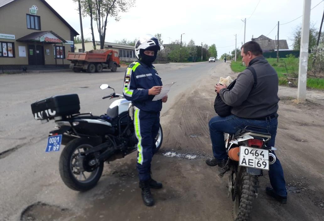 Мотобат ДПС вышел в Тверской области «на охоту» за мотоциклистами-нарушителями