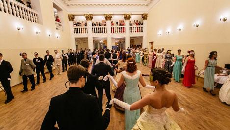 Жителей Твери научат бальным танцам