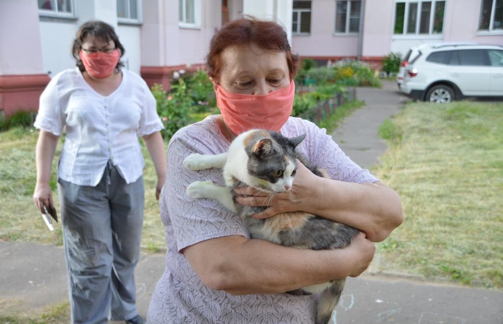 В Твери женщина пришла с кошкой на участок для голосования - новости Афанасий