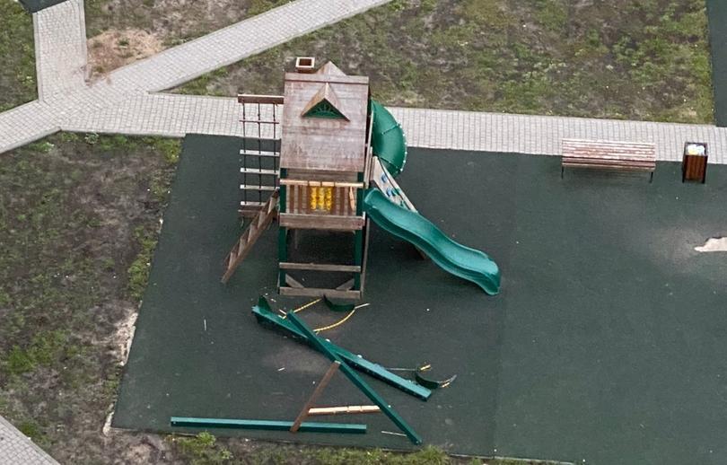 В Твери под ребенком рухнули качели — ВИДЕО - новости Афанасий