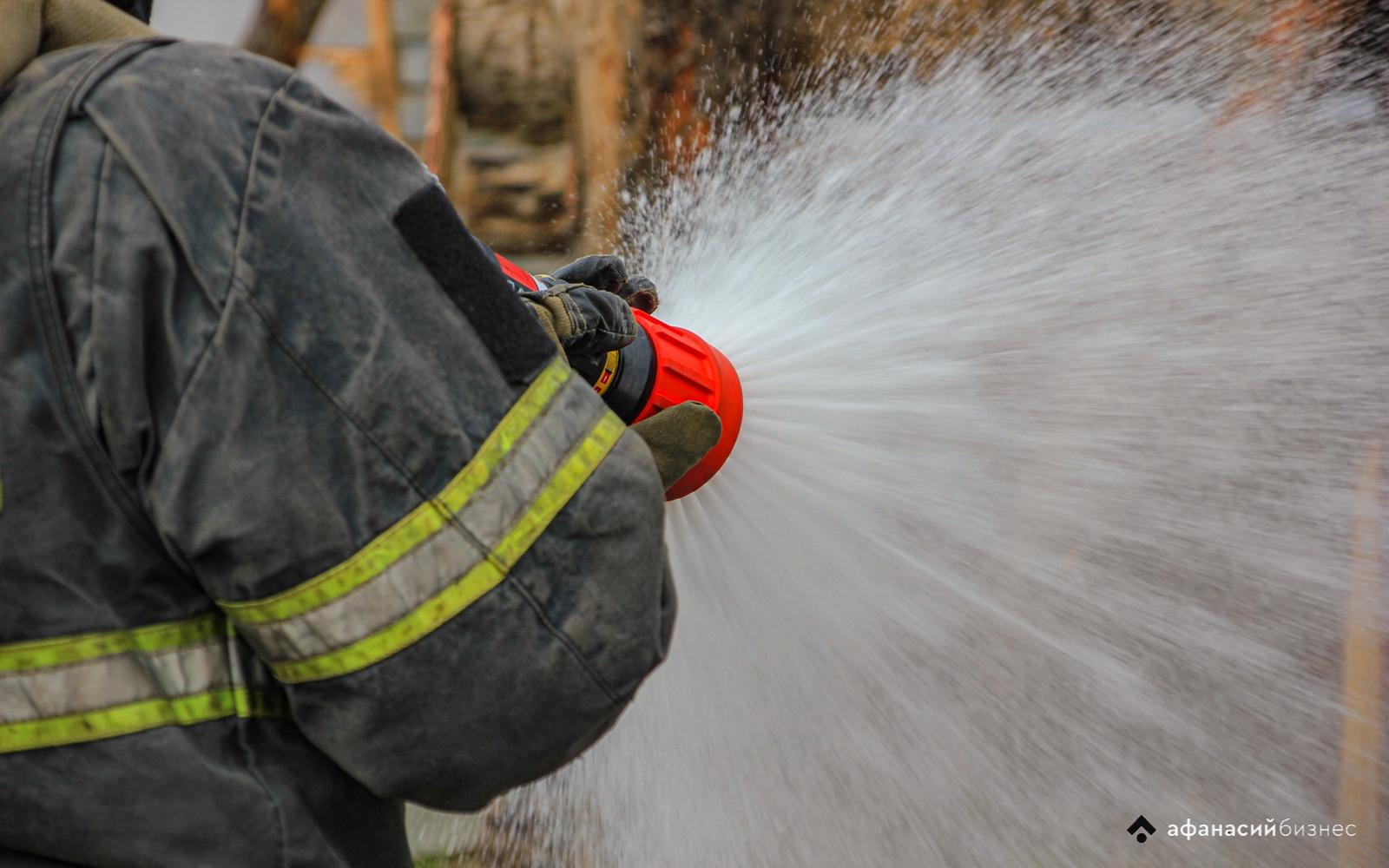 В Твери горит дом в микрорайоне «Юность»