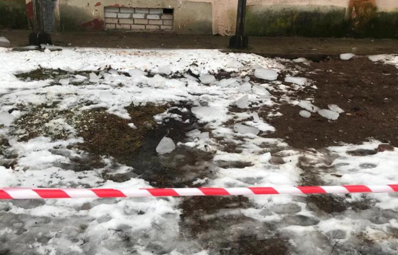 Семья пострадавшей от глыбы льда девочки благодарит всех, кто оказал помощь  - новости Афанасий