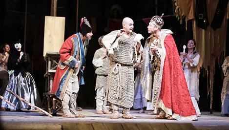 В Кимрском театре драмы и комедии открыли новый сезон пьесой «Блоха»