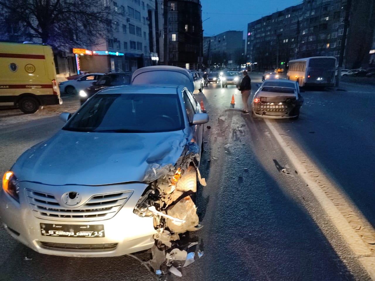 В столкновении трех легковушек в центре Твери пострадал один человек - новости Афанасий