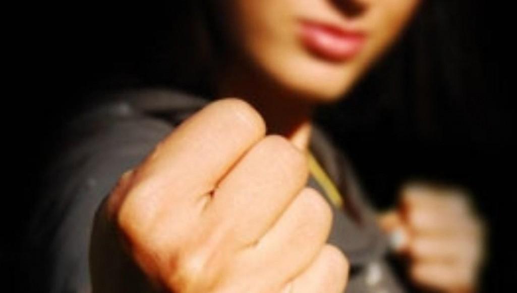 Жительницу Тверской области будут судить за брань в суде и драку с приставом - новости Афанасий
