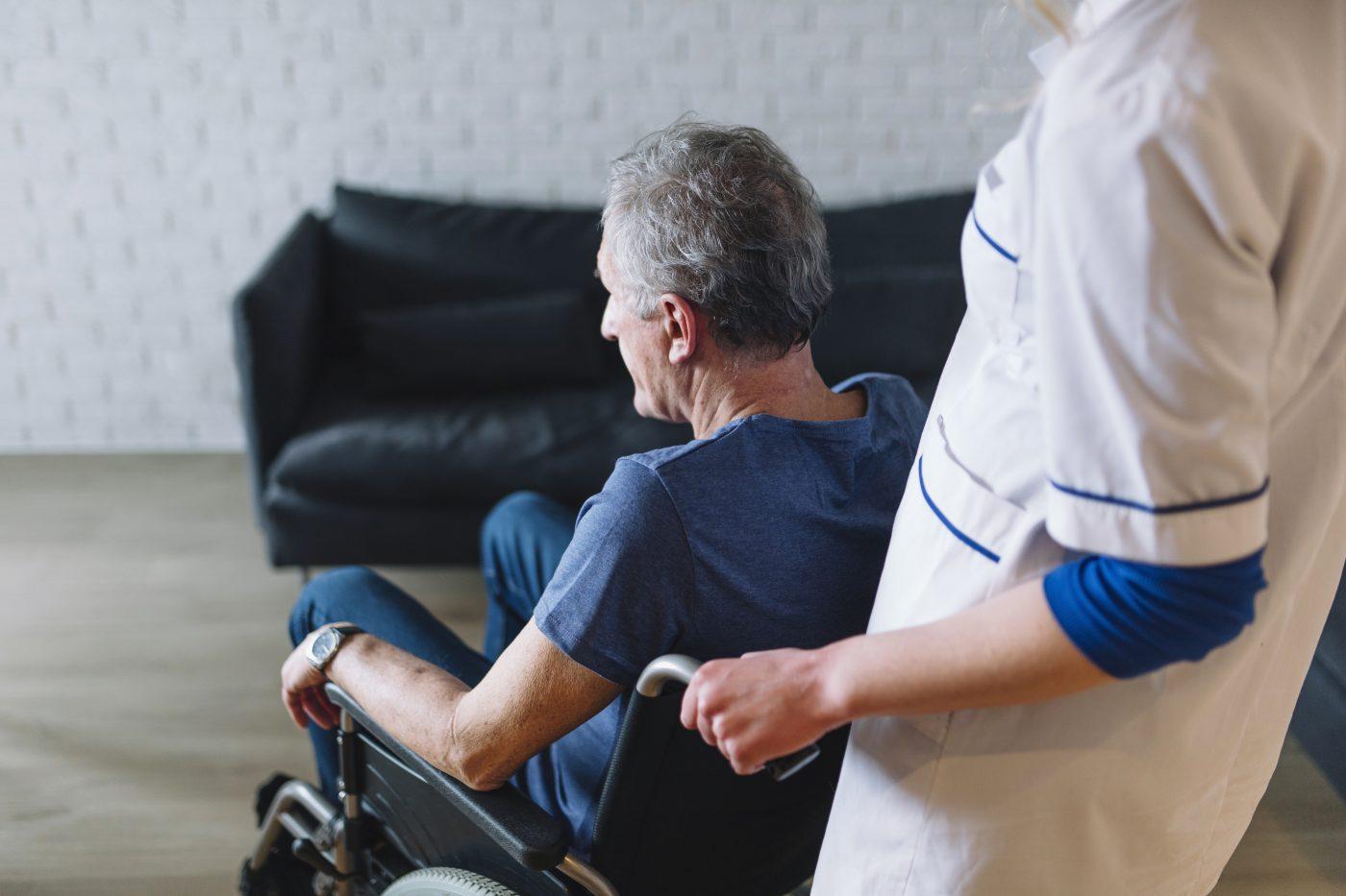 В Твери собирают вещи первой необходимости для пожилых инвалидов