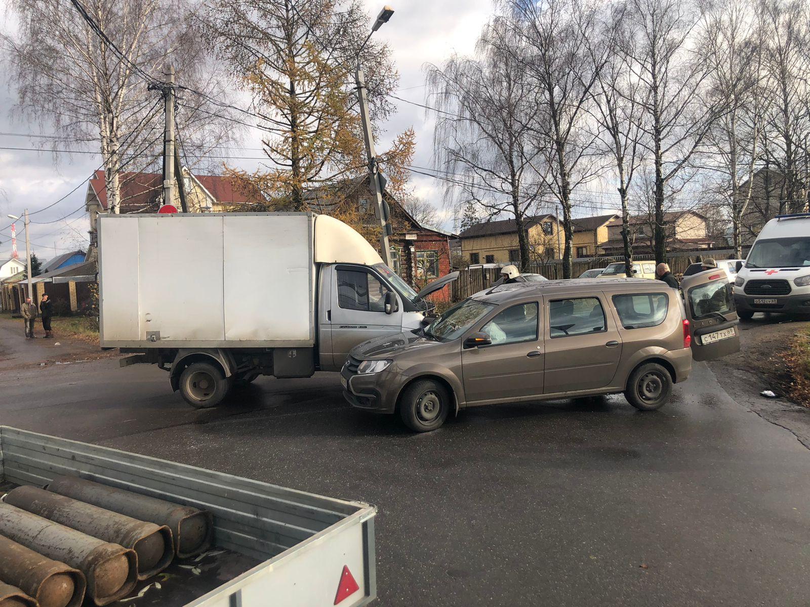 Двое детей доставлены в больницу после ДТП в Заволжском районе Твери - новости Афанасий