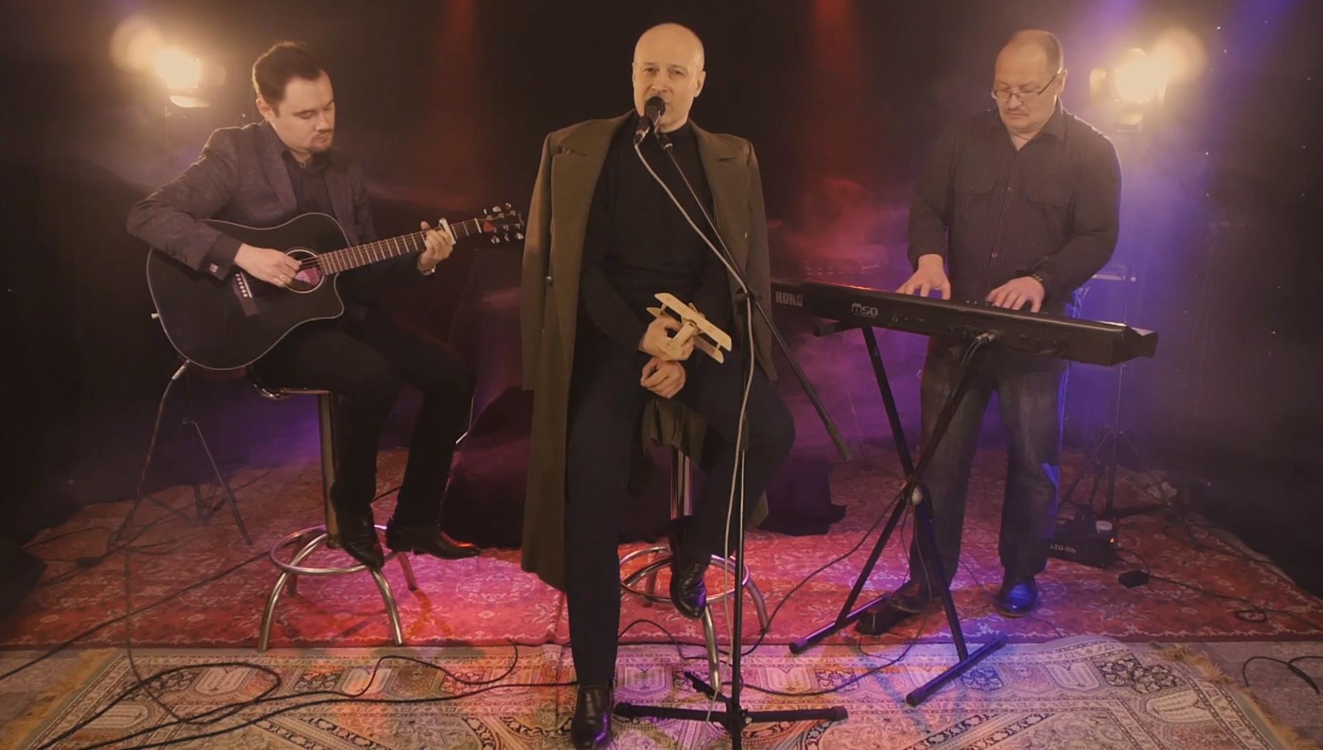Ко Дню Победы тверские актер и музыканты записали песню из фильма «Хроника пикирующего бомбардировщика» - новости Афанасий